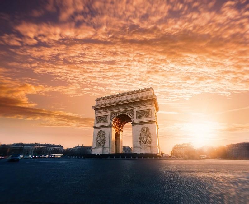 Paris et l'arc de Triomphe